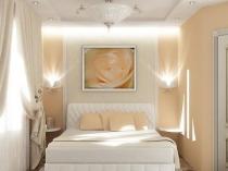 Отделка малогабаритной спальни в светлых тонах