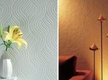 Примеры декорирования стен обоями под фактурную штукатурку