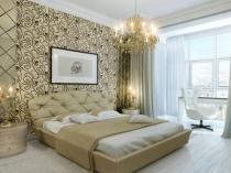 Большая классическая люстра в оформлении интерьера спальни