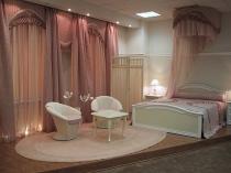 Красивые шторы и балдахин в оформлении спальни