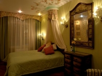 Точечные светильники и бра в освещении спальни