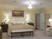Освещение спальни с равномерным распределением светильников