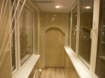 Балкон, отделанный пластиковыми панелями