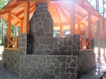 Облицовка беседки натуральным камнем
