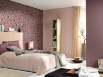 Обои-компаньоны в отделке стен спальни