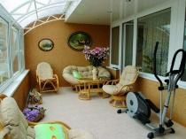 Зона для спорта и отдыха на балконе