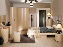 Установка в небольшой спальне углового шкафа