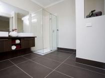 Керамический плинтус для пола в ванной