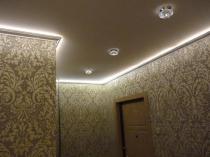 Узкий потолочный плинтус с подсветкой