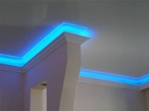 Натяжной потолок с LED подсветкой плинтуса