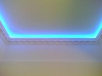 Потолочный плинтус со светодиодной лентой