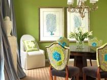 Окраска зеленым цветом штукатурных стен комнаты