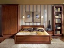Открытый стеллаж из дерева с полками в спальне
