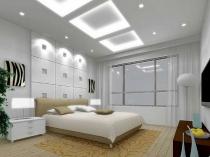Потолок из гипсокартона с подсветкой в спальне