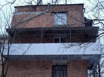 Если вам нужна большая площадь расширения балкона, потребуется оформлять документы на разрешение такой перепланировки