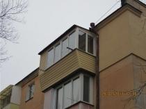 Выносной балкон смотрится красиво и аккуратно