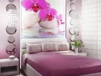 Ремонт спальни с отделкой стены фотообоями с крупным принтом