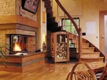 Внутренняя отделка деревянного дома фактурной штукатуркой под натуральный камень