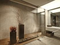 Коричневая штукатурка на основе цементной смеси для интерьера ванной