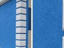 Штукатурка короед синего цвета в отделке здания