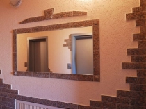 Идея для отделки коридора камнем и штукатуркой короед