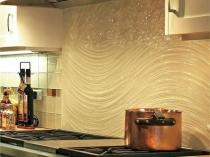 Использование рельефной штукатурки для отделки кухонного фартука
