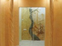 Мраморная штукатурка в интерьере полукруглого помещения с колонами