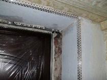 Установка малярного уголка на дверной откос под отделку штукатуркой