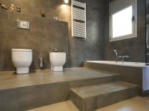 Декоративная штукатурка в цвет пола для ванной комнаты
