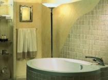 Отделка ванной комнаты штукатуркой и плиткой