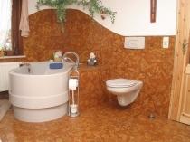 Комбинирование штукатурки и плитки в оформлении ванной