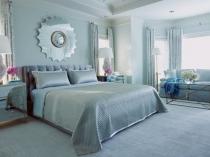 Выбор одного тона голубого цвета для отделки и текстиля спальни