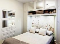Шкаф-кровать в меблировке спальни 10 метров
