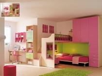 Удобная меблировка спальни нестандартной площади для девочки