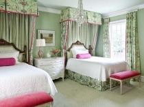Красивое оформление текстилем изголовья кроватей в спальне девочек