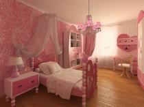 Оригинальная мебель на ножках из шаров в спальне девочки