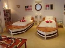Дизайн кроватей в форме лодок для спальни мальчиков