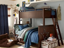 Уютная небольшая спальня для мальчиков