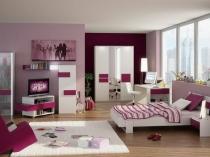 Современная спальня девушки подростка в розовых тонах