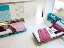 Простая и лаконичная обстановка подростковой спальни