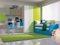 Использование оттенков синего и зеленого цветов в оформлении спальни подростка