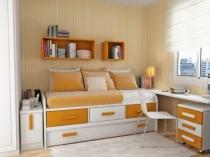 Компактная мебель с ящиками для хранения в спальне хрущевки