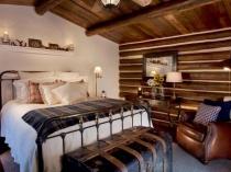 Обшивка стены и потолка спальни деревом