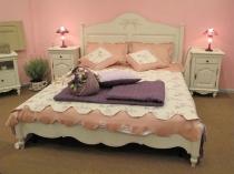 Нежные кремовые и розовые цвета в отделке спальни