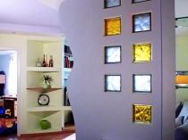 Вставки из стеклоблоков в гипсокартонной перегородке