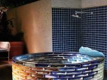 Мини бассейн из стеклянных блоков