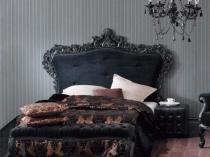 Черная мебель в спальне готического стиля