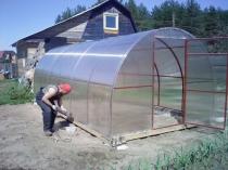 Строительные работы по сборке поликарбонатной теплицы