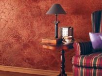 Структурная штукатурка с эффектом кракелюр в интерьере комнаты