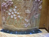 Нанесение на структурную штукатурку рельефного цветочного рисунка